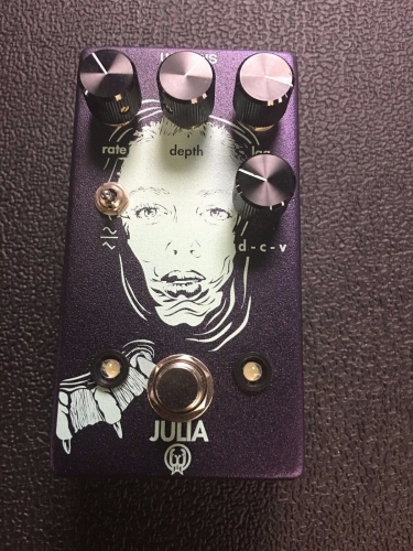 Walrus Audio Julia Analog Chorus Vibrato Lag LFO Wave Shape Effects Pedal USED!!
